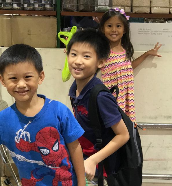 Niños felices sin gafas